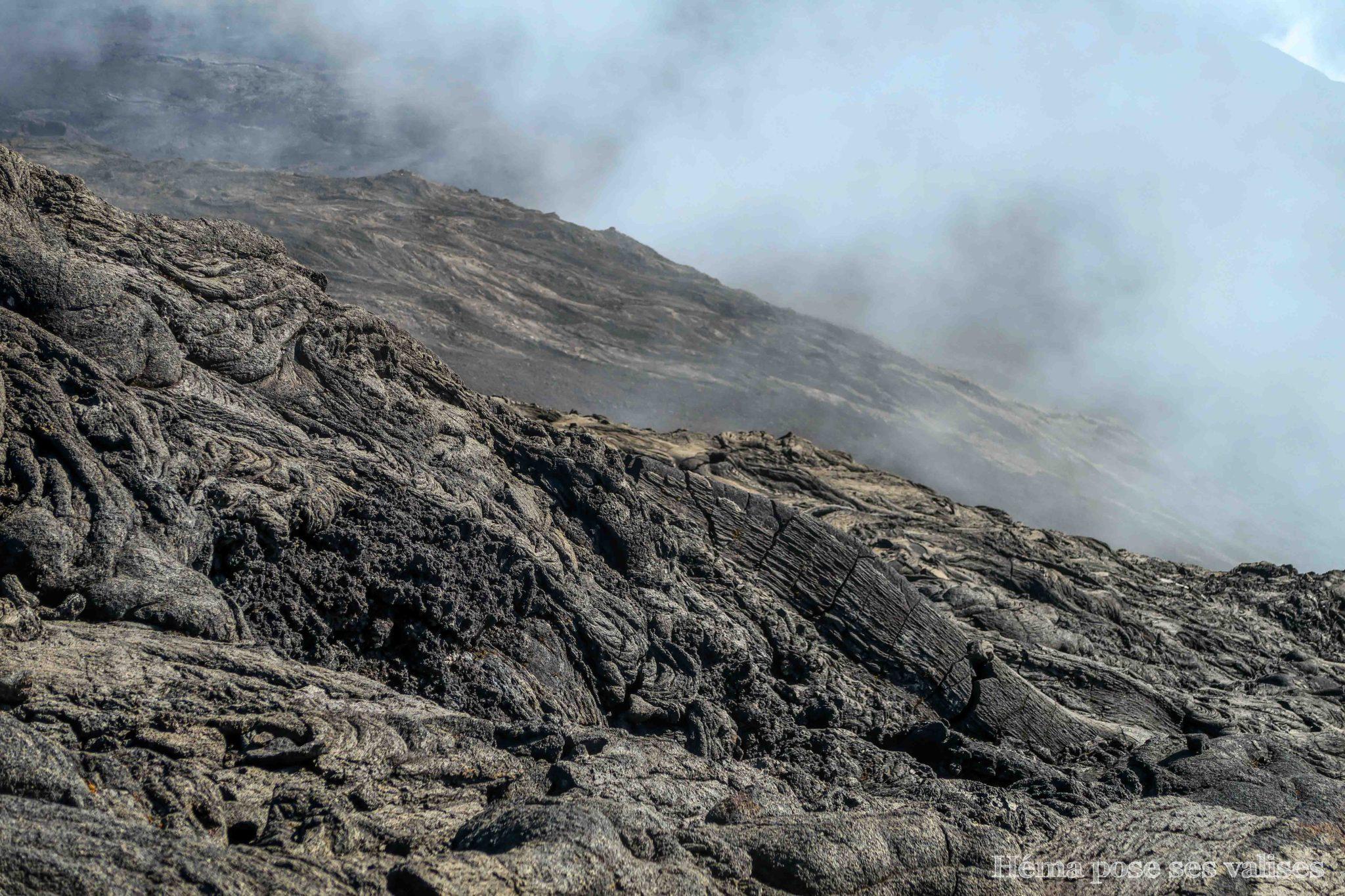 Coulée de lave cordée sur le Piton de la Fournaise