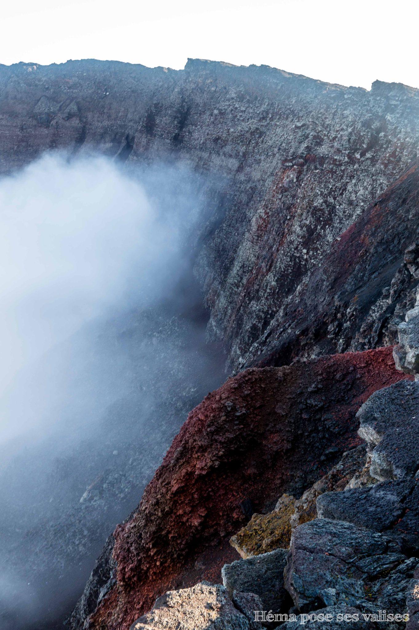 Intérieur du cratère Dolomieu du Piton de la Fournaise à La Réunion