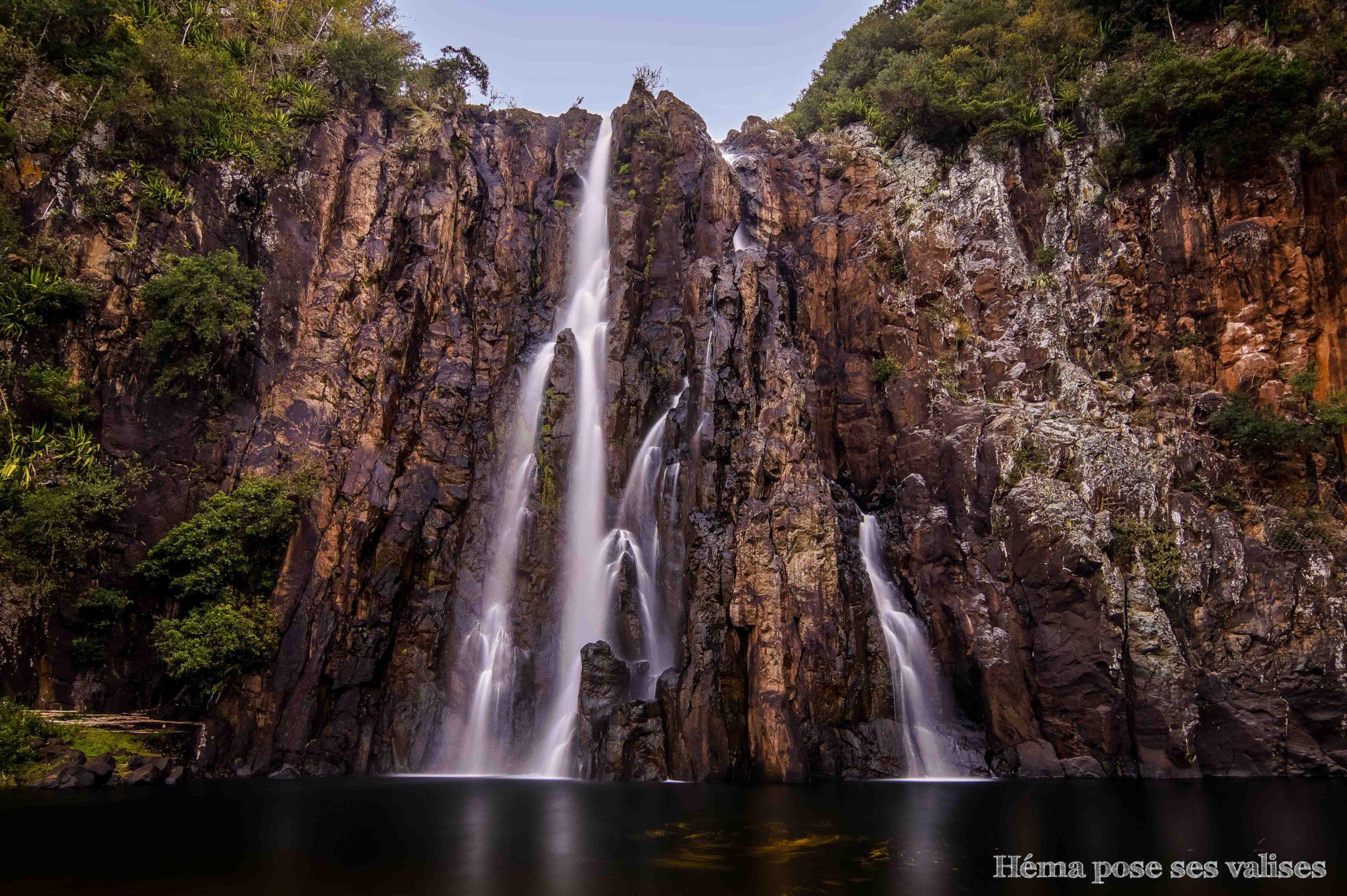 La cascade Niagara de l'île de La Réunion fait plus de 50 mètres de haut.