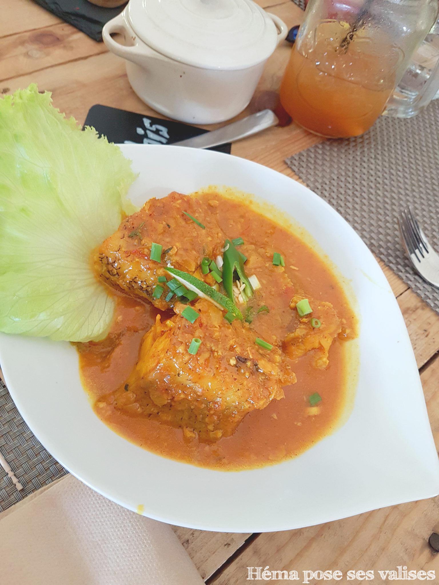 Plat de cari servi au restaurant La Cabane aux épices à l'île de La Réunion