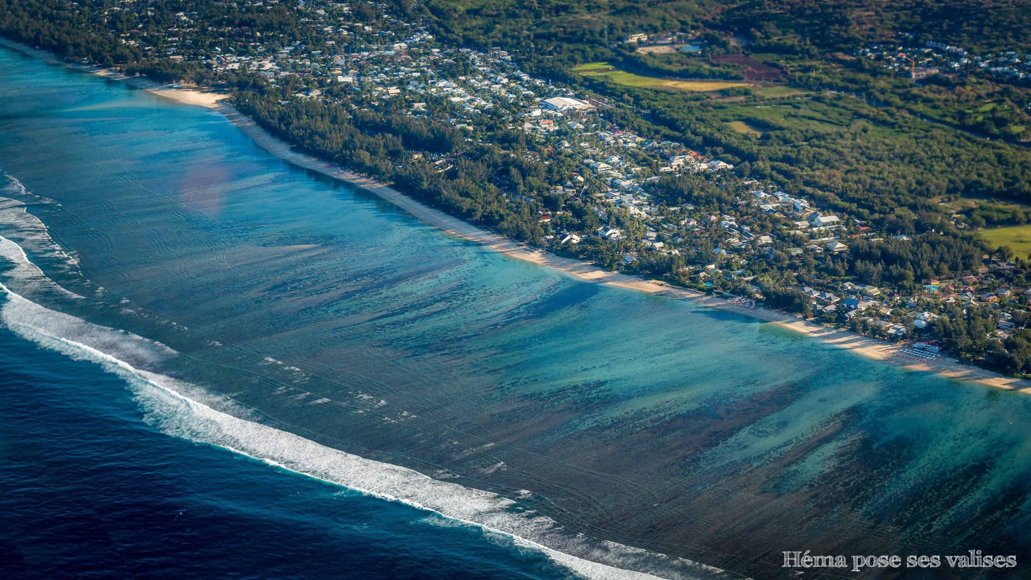 Le lagon de l'Ermitage-les-bains de La Réunion vue du ciel