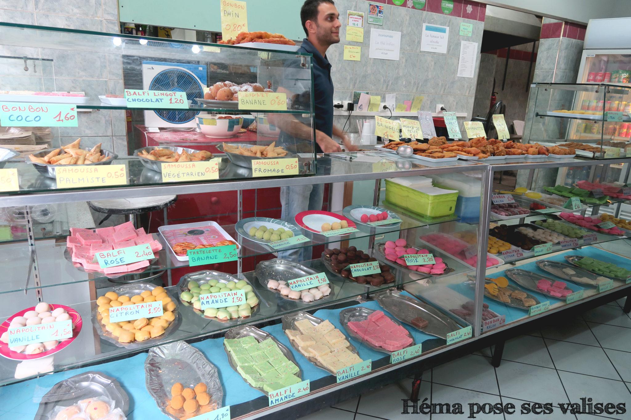 Vitrines du snack Le Massalé à Saint Denis à La Réunion