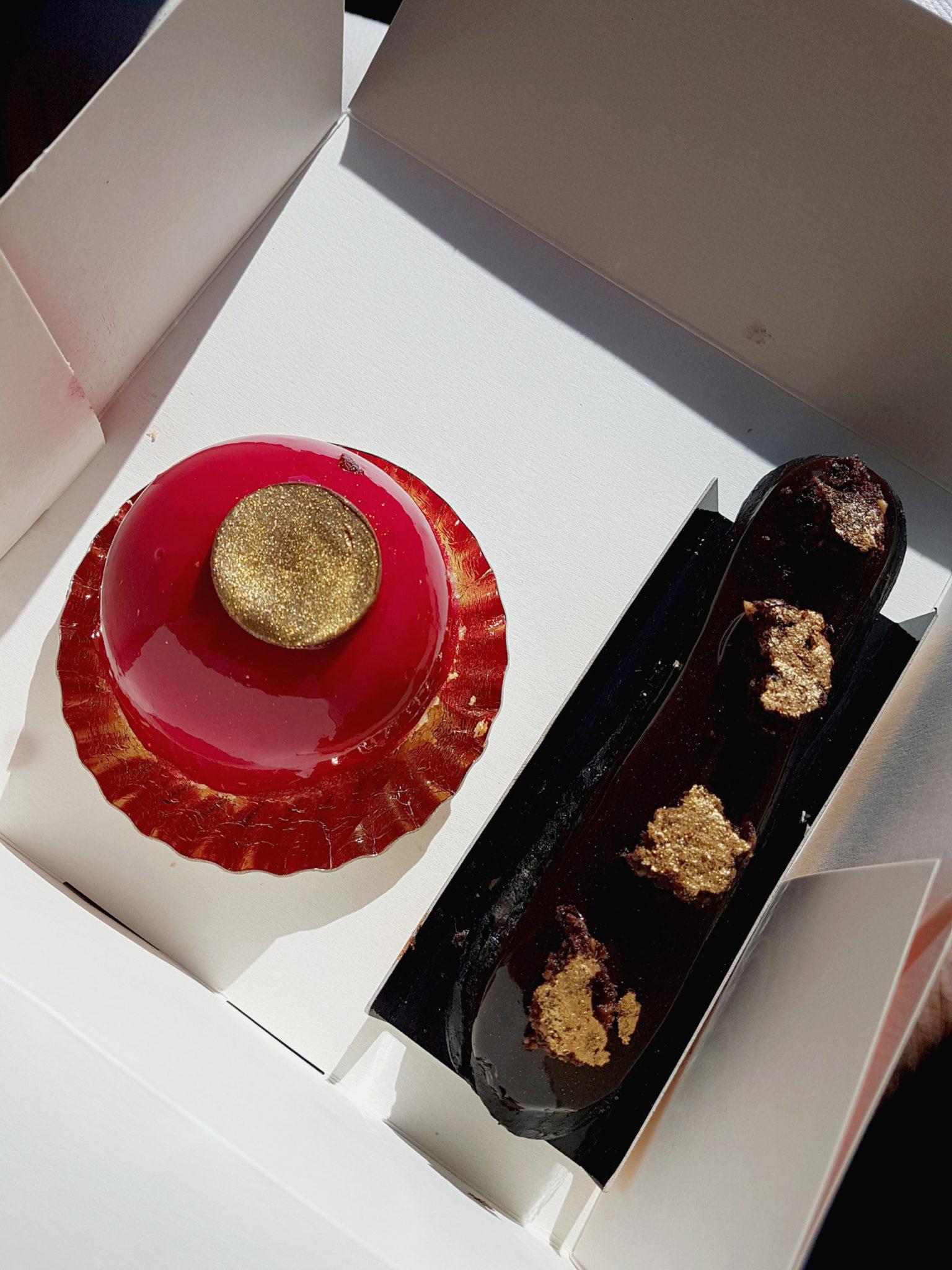 Éclair au chocolat et pâtisserie miroir de la Case à pains de Saint Gilles les Bains à La Réunion