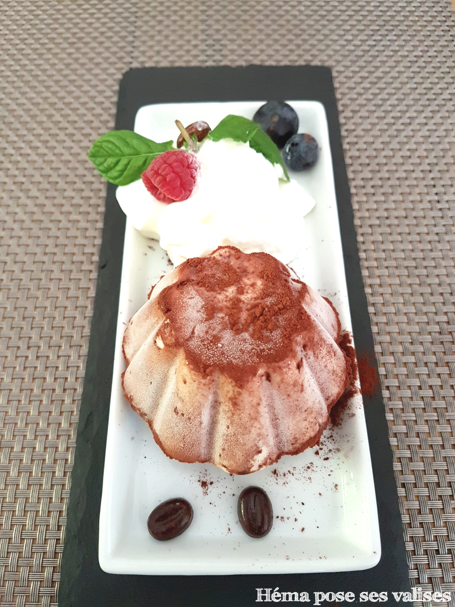 Tiramisu glacé servi au restaurant La Cabane aux épices à l'île de La Réunion