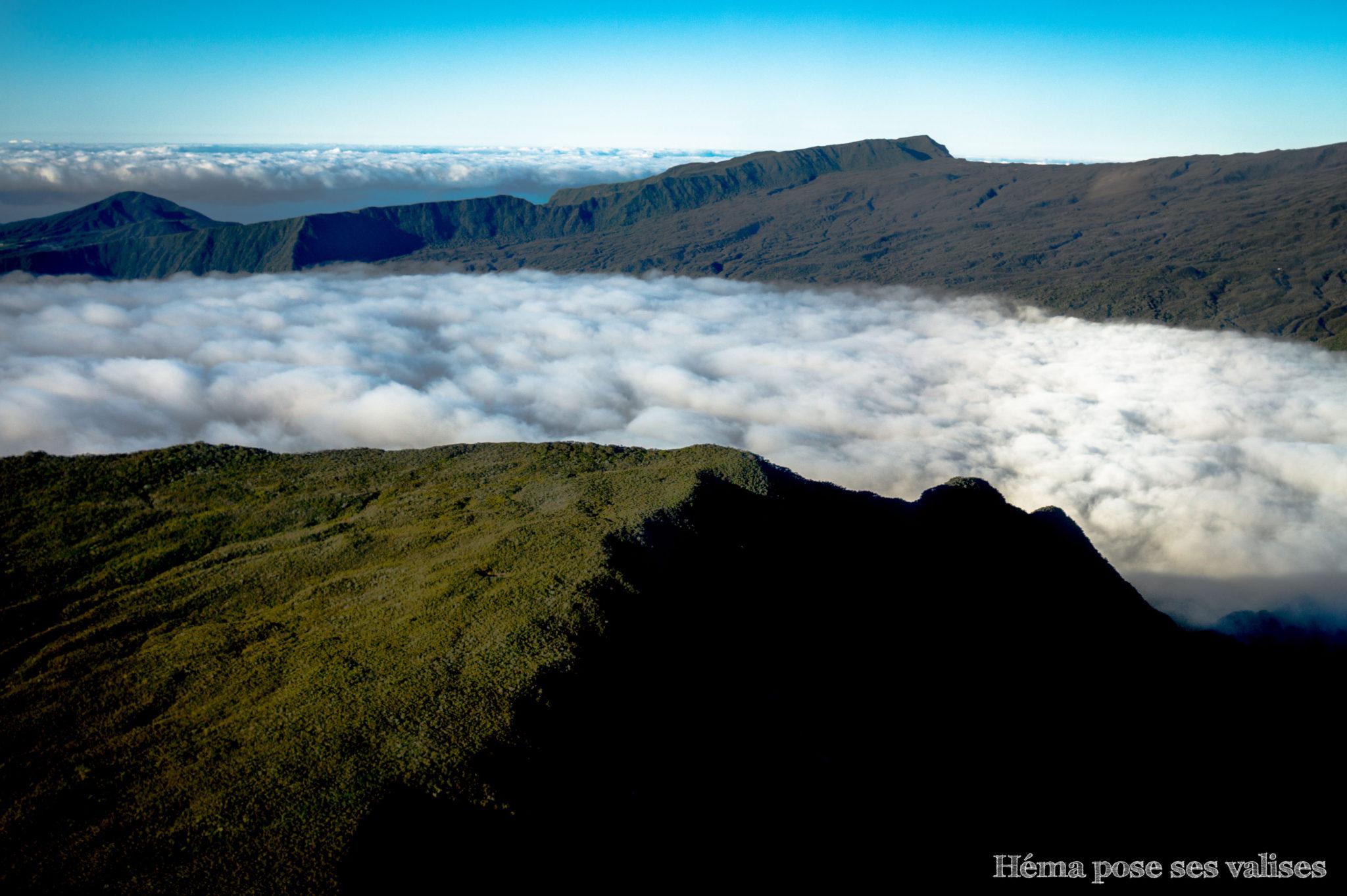 Les plaines et les montagnes de La Réunion vues du ciel